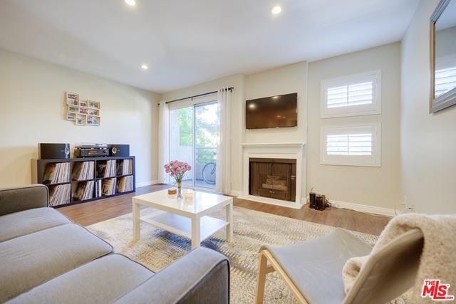 Photo of 11230 Peach Grove St #206, North Hollywood, CA 91601