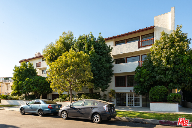 Photo of 9737 Charnock Ave #16, Los Angeles, CA 90034