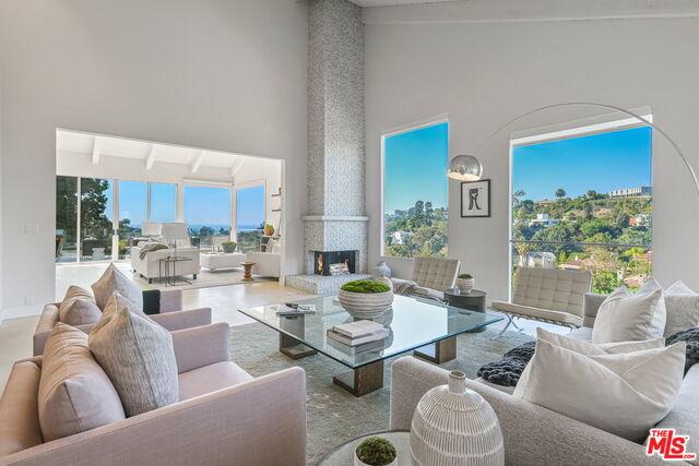 Photo of 519 Stassi Ln, Santa Monica, CA 90402