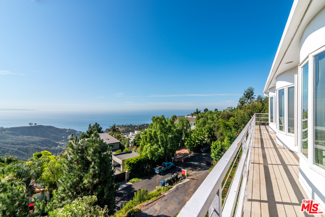 21733 Castlewood Dr, Malibu, California 90265, 4 Bedrooms Bedrooms, ,3 BathroomsBathrooms,Residential,For Sale,Castlewood,20-652994