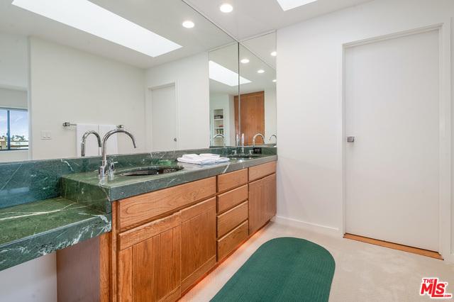 20946 Pacific Coast Hwy, Malibu, California 90265, 3 Bedrooms Bedrooms, ,4 BathroomsBathrooms,Residential Lease,For Sale,Pacific Coast,20-658270