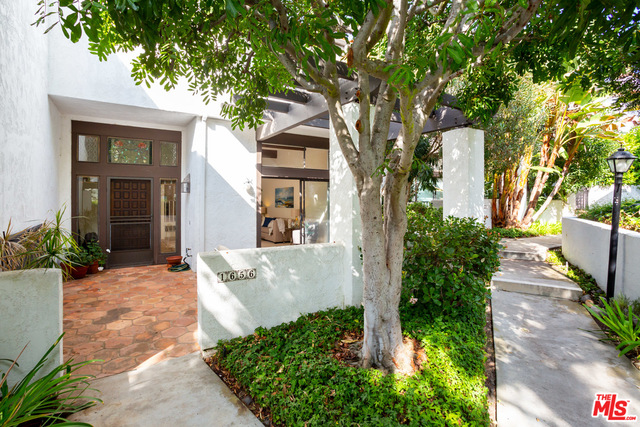 Photo of 1656 Michael Ln, Pacific Palisades, CA 90272