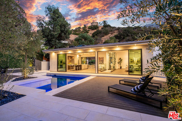 Photo of 8145 Willow Glen Rd, LOS ANGELES, CA 90046