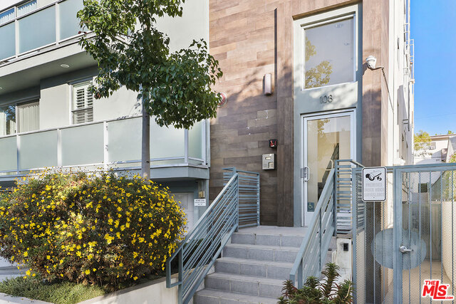 Photo of 108 S Croft Ave #104, Los Angeles, CA 90048