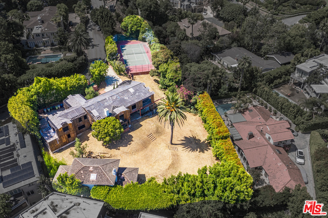 Photo of 1120 SUMMIT DR, Beverly Hills, CA 90210