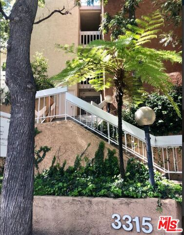 Photo of 3315 Griffith Park Blvd #206, Los Angeles, CA 90027