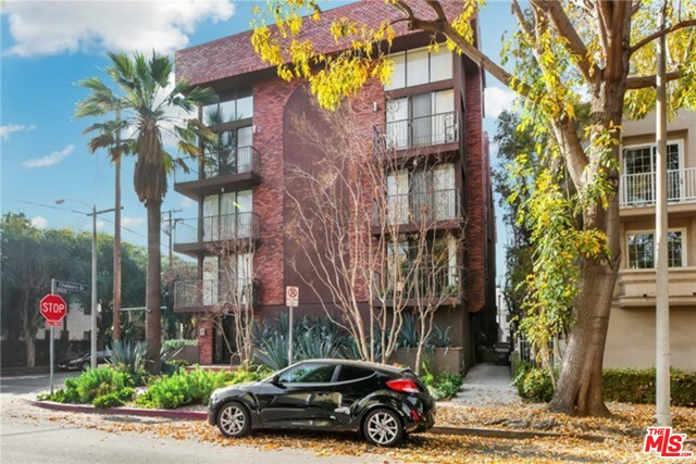 Photo of 869 S Wooster St #103, Los Angeles, CA 90035