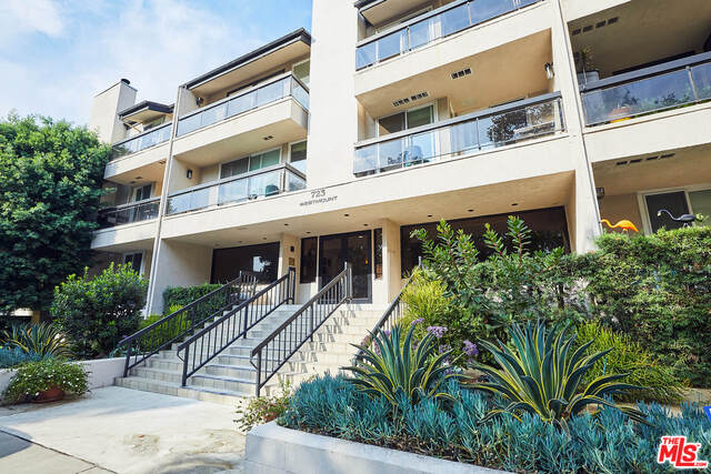 Photo of 723 Westmount Dr #205, West Hollywood, CA 90069