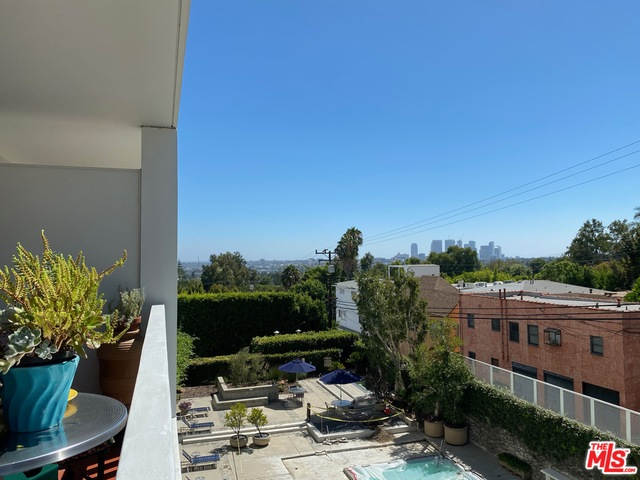 Photo of 999 N Doheny Dr #302, West Hollywood, CA 90069