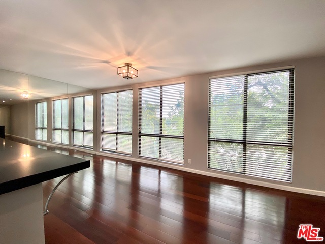 Photo of 906 N Doheny Dr #309, West Hollywood, CA 90069