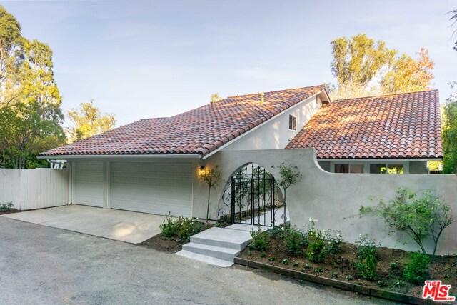 Photo of 10417 Ravenwood Ct, Los Angeles, CA 90077