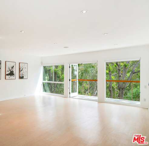 Photo of 330 S BARRINGTON AVE #304, LOS ANGELES, CA 90049