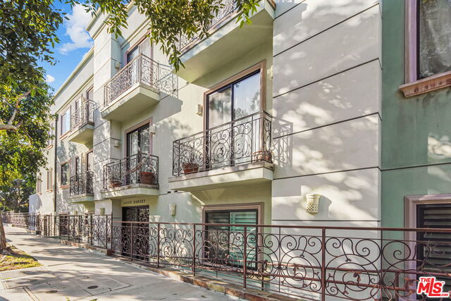 16000 Sunset Blvd, Pacific Palisades, California 90272, 2 Bedrooms Bedrooms, ,2 BathroomsBathrooms,Residential,For Sale,Sunset,21-677226