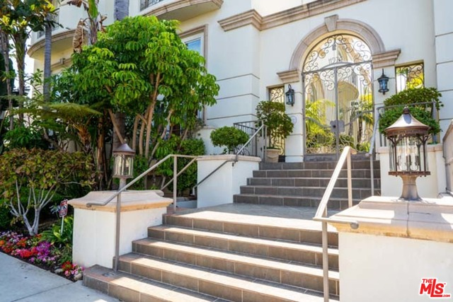 Photo of 11974 Mayfield Ave #2, Los Angeles, CA 90049