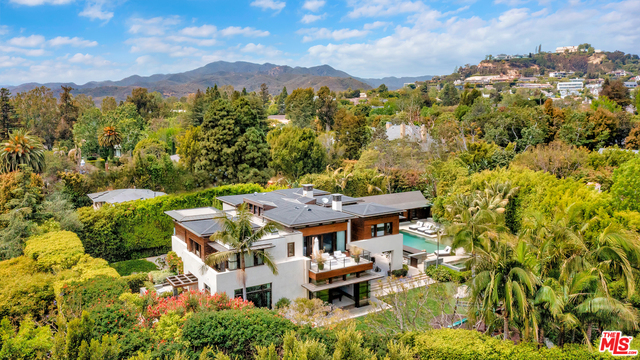 Photo of 1401 San Remo Dr, Pacific Palisades, CA 90272