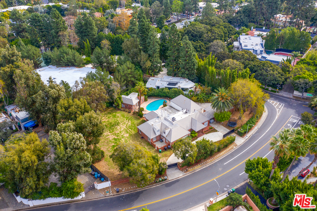 Photo of 1012 N Beverly Dr, Beverly Hills, CA 90210