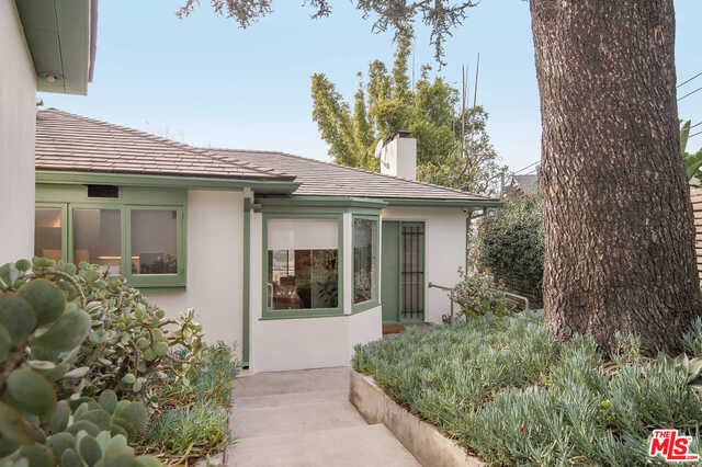 Photo of 3896 Franklin Ave, Los Angeles, CA 90027