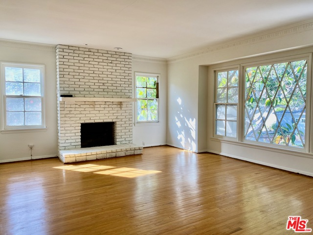 Photo of 2418 S Beverly Dr, Los Angeles, CA 90034
