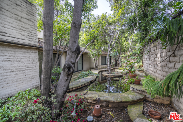 Photo of 1505 Old Oak Rd, Los Angeles, CA 90049