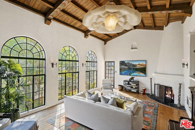 Photo of 3656 Lowry Rd, Los Angeles, CA 90027