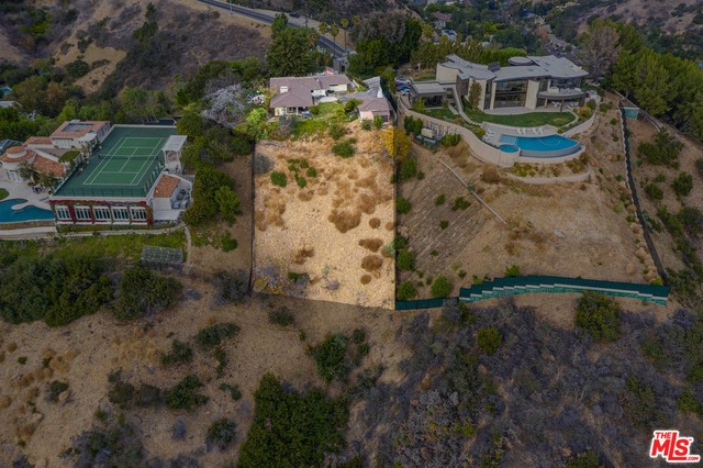 Photo of 13170 Mulholland Dr, Beverly Hills, CA 90210