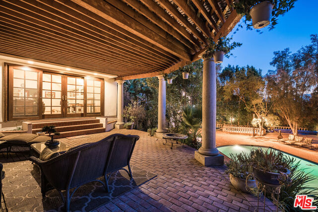 Photo of 3455 Waverly Dr, Los Angeles, CA 90027