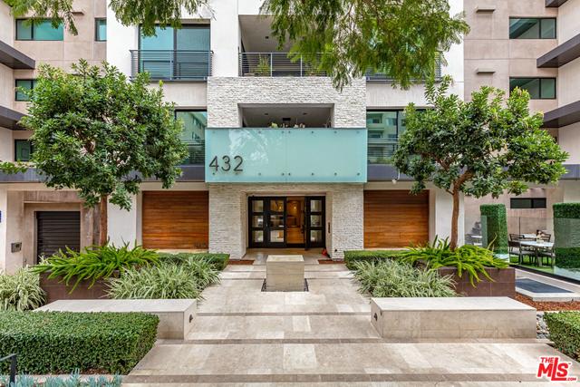 Photo of 432 N Oakhurst Dr #104, Beverly Hills, CA 90210