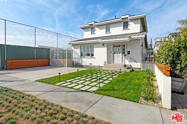 Photo of 10837 WESTMINSTER AVE, LOS ANGELES, CA 90034