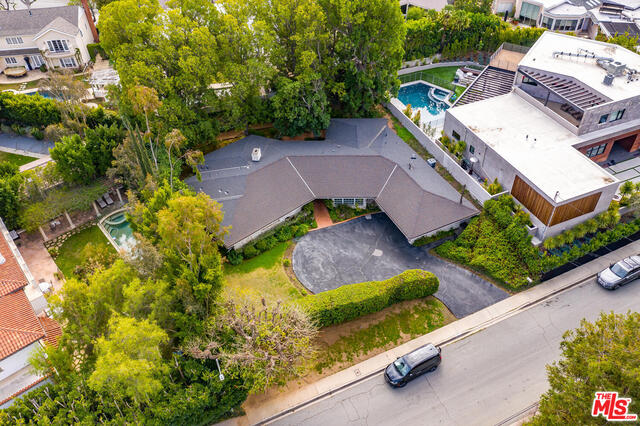 Photo of 10052 Hillgrove Dr, Beverly Hills, CA 90210