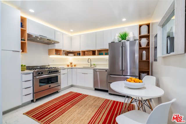 Photo of 131 N Gale Dr #1E, Beverly Hills, CA 90211