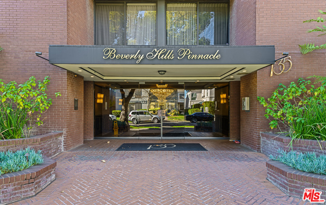 Photo of 135 S McCarty Dr #302, Beverly Hills, CA 90212