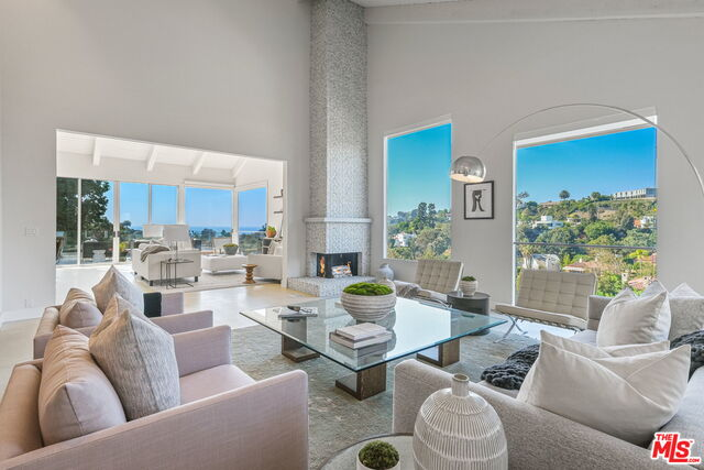 Photo of 519 Stassi Ln, Santa Monica, CA 90402