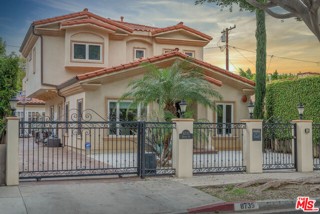Photo of 8735 Bonner Dr, West Hollywood, CA 90048
