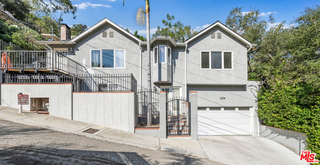 Photo of 1551 Crater Ln, Los Angeles, CA 90077