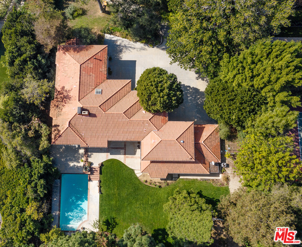 Photo of 1218 Benedict Canyon Dr, Beverly Hills, CA 90210