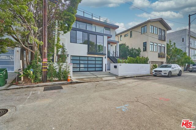 Photo of 552 Stassi Ln, Santa Monica, CA 90402