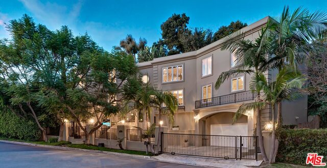 Photo of 1040 Brooklawn Dr, Los Angeles, CA 90077