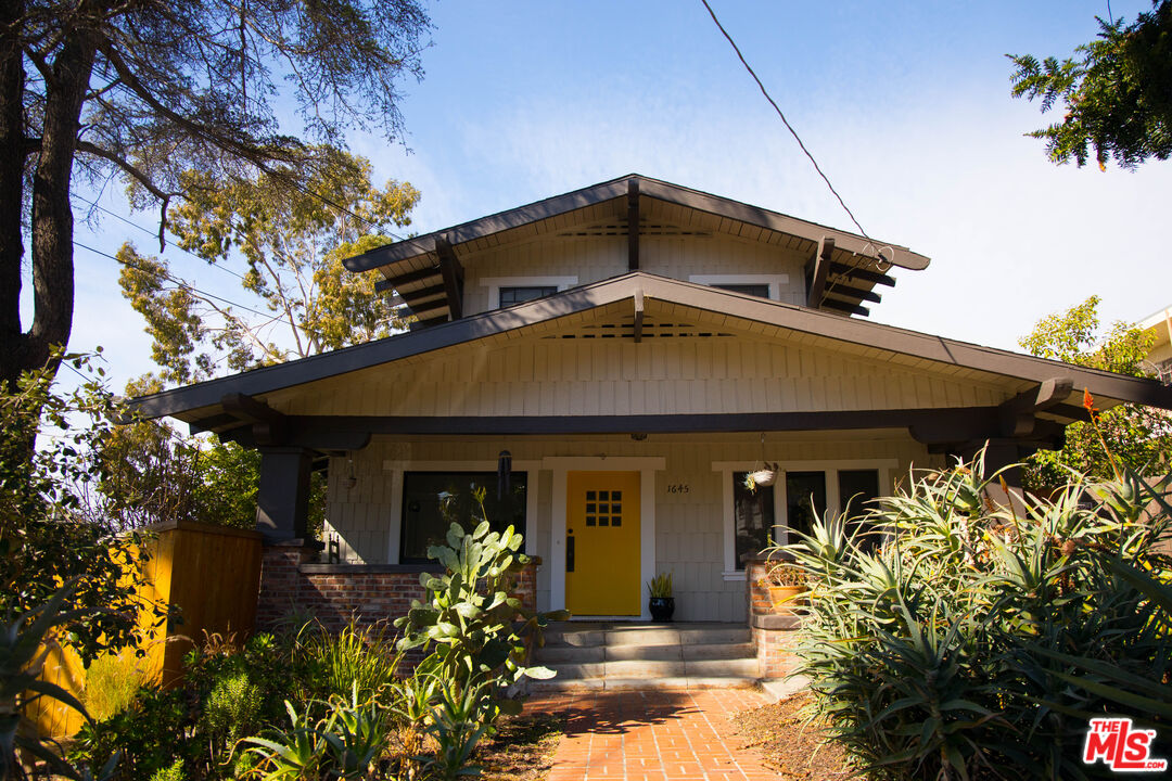 Photo of 1645 GOLDEN GATE AVE, LOS ANGELES, CA 90026