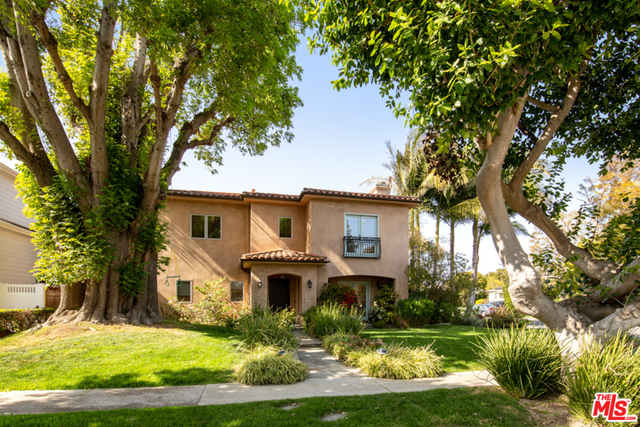 Photo of 11801 Stanwood Dr, Los Angeles, CA 90066