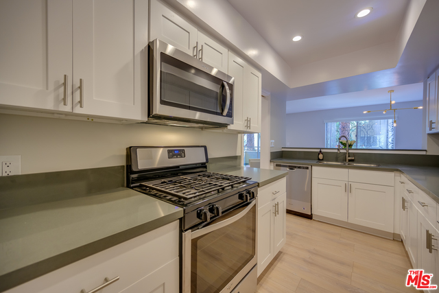 Photo of 6744 Hillpark Dr #308, Los Angeles, CA 90068