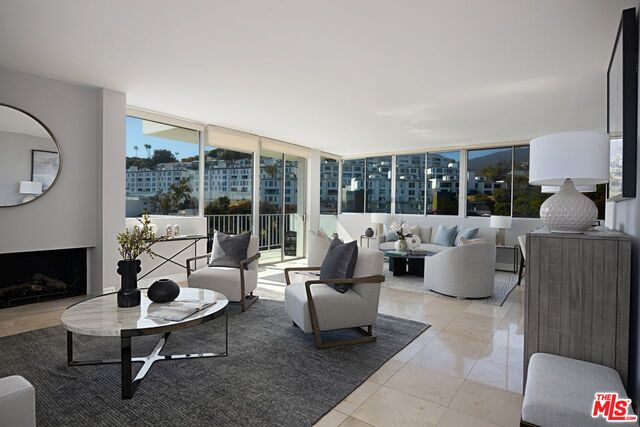 Photo of 17368 W Sunset Blvd #402, Pacific Palisades, CA 90272