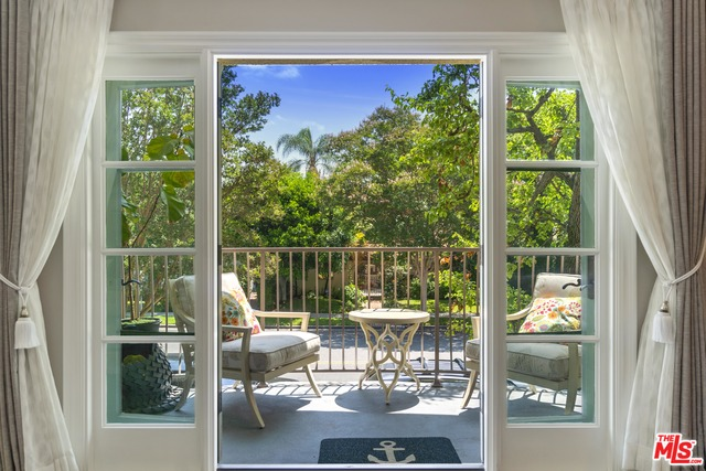Photo of 277 S Spalding Dr #201, Beverly Hills, CA 90212