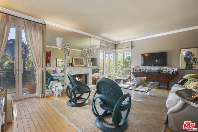 Photo of 120 N Doheny Dr #201, West Hollywood, CA 90048