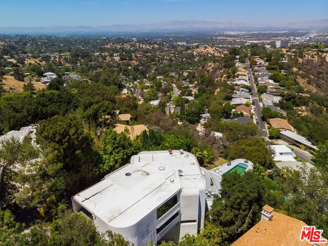 Photo of 15105 Mulholland Dr, Los Angeles, CA 90077