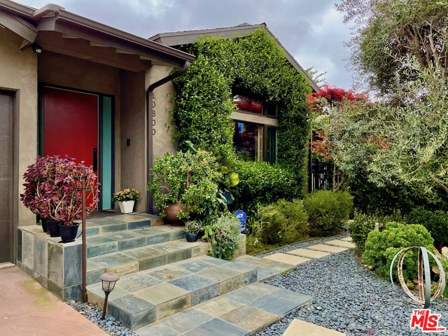 Photo of 10800 Ayres Ave, Los Angeles, CA 90064