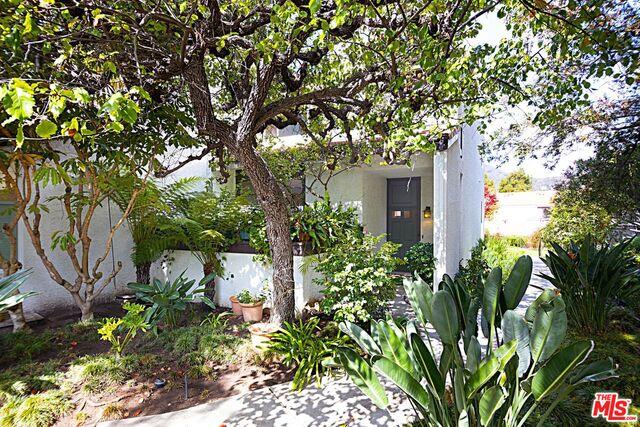 Photo of 1566 Palisades Dr, Pacific Palisades, CA 90272