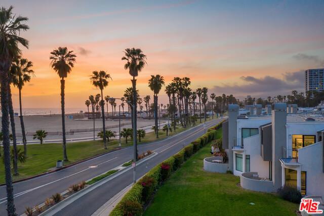 Photo of 21 Sea Colony Dr, Santa Monica, CA 90405