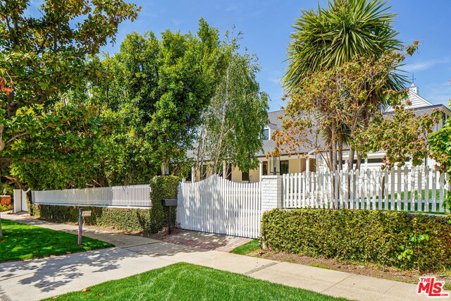 Photo of 13857 W Sunset Blvd, Pacific Palisades, CA 90272