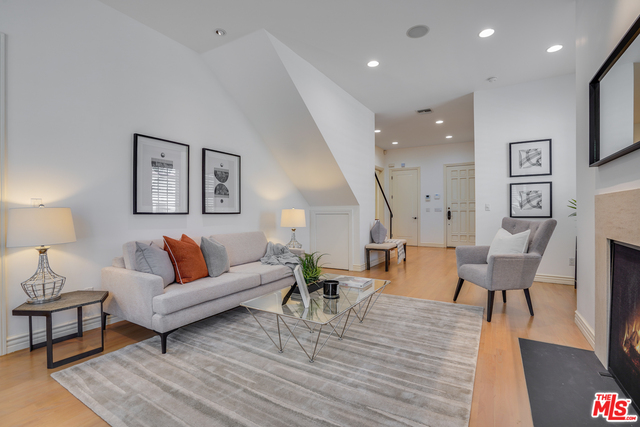 Photo of 9014 Norma Pl, West Hollywood, CA 90069