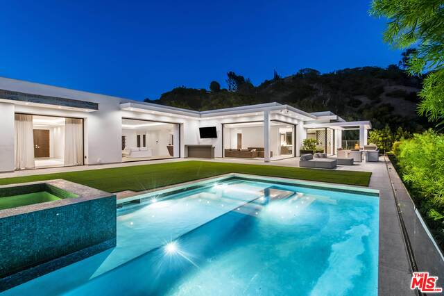 Photo of 1041 N Hillcrest Rd, Beverly Hills, CA 90210